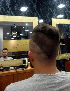 corte-de-pelo-hombre-agresivo-en-pico-richards-barberia