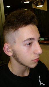 tupe-pelo-rizo-chico-barberia-la-coruna